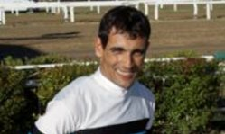 Contenido de la imagen El jockey Damián Ramella permanece internado (TURFDIARIO)
