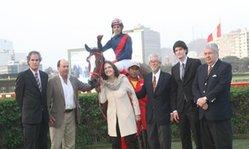 Contenido de la imagen Tontona ganó de atropellada (Jockey Club del Perú)