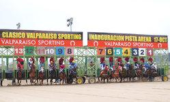 Contenido de la imagen Valparaíso Sporting inauguró su nueva pista de arena.